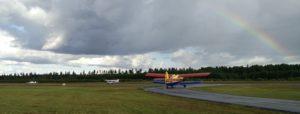 Em Dynamic RG, en Cessna och en Antonov 2 taxar ut.