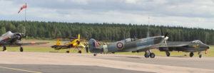 """Spitfire RR232 """"City of Exeter"""" taxar förbi (från vänster) en T6 Texan, en Thor och en   Hawker Hunter . Läs mer om den fantastiskt återuppbyggda spitfiren på:   http://www.flyingwithspitfires.com/the-aircraft/spitfire-hf-mk-ix-rr232-g-brsf/"""