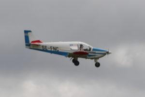SE-FNC, Robin HR100/210 Safari och mig veterligen dagens första flygande gäst.